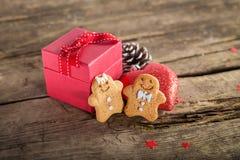 Подарок на рождество на деревянной предпосылке Стоковое фото RF