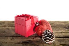 Подарок на рождество на деревянной предпосылке Стоковые Изображения
