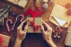 Подарок на рождество отверстия Стоковая Фотография RF