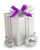 Подарок на рождество с орнаментами Стоковое Изображение RF