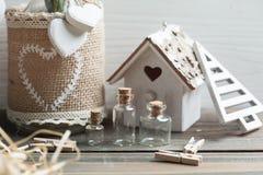 Подарок на рождество упаковывая, деревянные игрушки года сбора винограда Стоковые Изображения RF