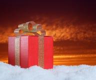 Подарок на снеге Стоковое Изображение