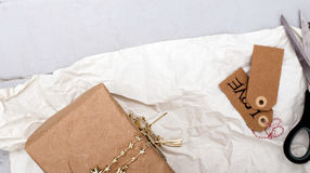 Подарок на таблице Стоковые Фото