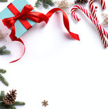 Подарок рождества, ветви ели и орнамент рождества Стоковые Изображения