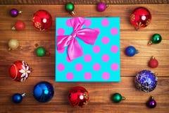 Подарок рождества и различные игрушки рождества Стоковая Фотография