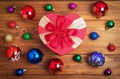 Подарок рождества и различные игрушки рождества Стоковые Изображения