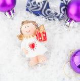 Подарок рождества на снежке Стоковое фото RF