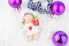 Подарок рождества на снежке Стоковое Изображение RF