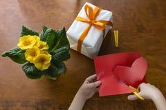 Подарок сверху с сердцем Стоковые Фотографии RF