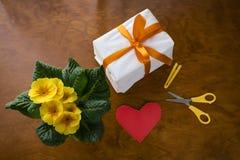Подарок сверху с сердцем Стоковые Изображения RF