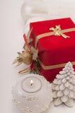 Подарок, свеча, шарики Нового Года Стоковая Фотография