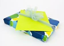 Подарок с карточкой Стоковые Изображения RF