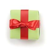 Подарочная коробка зеленой книги с красным взгляд сверху смычка ленты на белой предпосылке Стоковое Фото