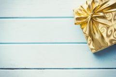 Подарочная коробка золота Стоковые Фотографии RF