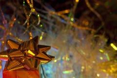 Подарочная коробка золота ` s Нового Года Стоковые Изображения