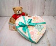 Подарочная коробка и игрушка Стоковые Изображения
