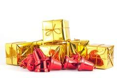 Подарочная коробка и колокол на белой или серой предпосылке Стоковые Фото