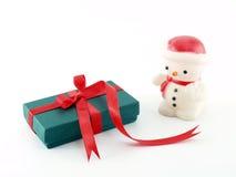 Подарочная коробка и снеговик Стоковое Изображение RF