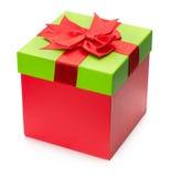 Подарочная коробка красного цвета присутствующая изолированная на белой предпосылке Стоковое Изображение RF