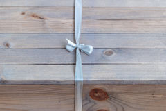 Подарочная коробка на деревянной таблице Стоковое Фото