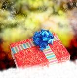 Подарочная коробка на снеге Стоковое Фото