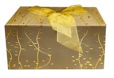 Подарочная коробка покрашенная золотом с смычком Стоковая Фотография RF