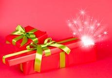 Подарочная коробка рождества с звездами Стоковые Фотографии RF