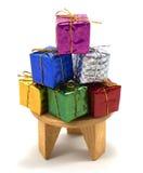 Подарочная коробка украшения на таблице стоковая фотография