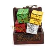 Подарочная коробка украшения с сундуком с сокровищами стоковые изображения