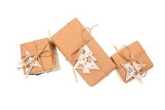 Подарочные коробки бумаги kraft изолированные на белой предпосылке Стоковая Фотография RF