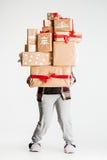 Подарочные коробки в руках молодой женщины Стоковое Изображение RF