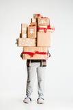 Подарочные коробки в руках молодой женщины Стоковое фото RF
