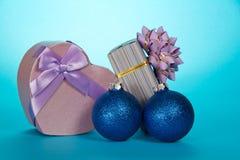 2 подарочные коробки и игрушки рождества Стоковые Фото