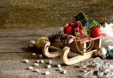 Подарочные коробки и сани рождества Стоковое фото RF