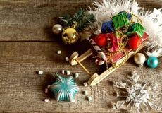 Подарочные коробки и сани рождества Стоковая Фотография RF
