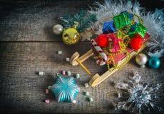 Подарочные коробки и сани рождества Стоковые Фото