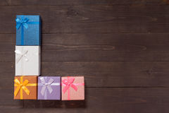 Подарочные коробки на деревянной предпосылке с пустым космосом Стоковая Фотография