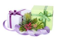 Подарочные коробки, оформление и дерево рождества Стоковая Фотография