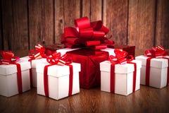 Подарочные коробки одной красные белизны подарочной коробки Стоковая Фотография RF