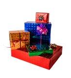 Подарочные коробки различных размеров и цветов Изолировано на белизне Стоковая Фотография RF