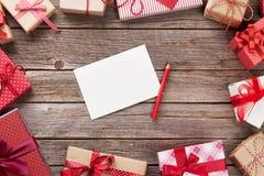 Подарочные коробки рождества и поздравительная открытка Стоковая Фотография