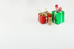 Подарочные коробки рождества на белой предпосылке Стоковые Фото