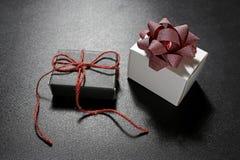 Подарочные коробки с декоративной лентой Стоковые Изображения RF