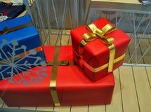 Подарочные коробки украшенные с смычками Стоковое Изображение RF
