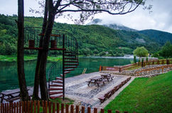 Подача и место реки Una для релаксации в национальном парке Una около Bihac - Босния и Герцеговина Стоковая Фотография RF