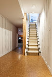 Подвал и лестницы в доме Стоковое Фото