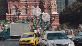 Подвергните движение механической обработке двигая вдоль здания Москвы Кремля, фестиваль лета сток-видео