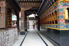 Подвижник в буддийском виске стоковое фото rf