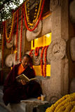 Подвижник монаха виска Mahabodhi, Bodh Gaya, Индии Стоковое Изображение