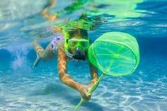 Подводная девушка snorkeling Стоковое Изображение RF